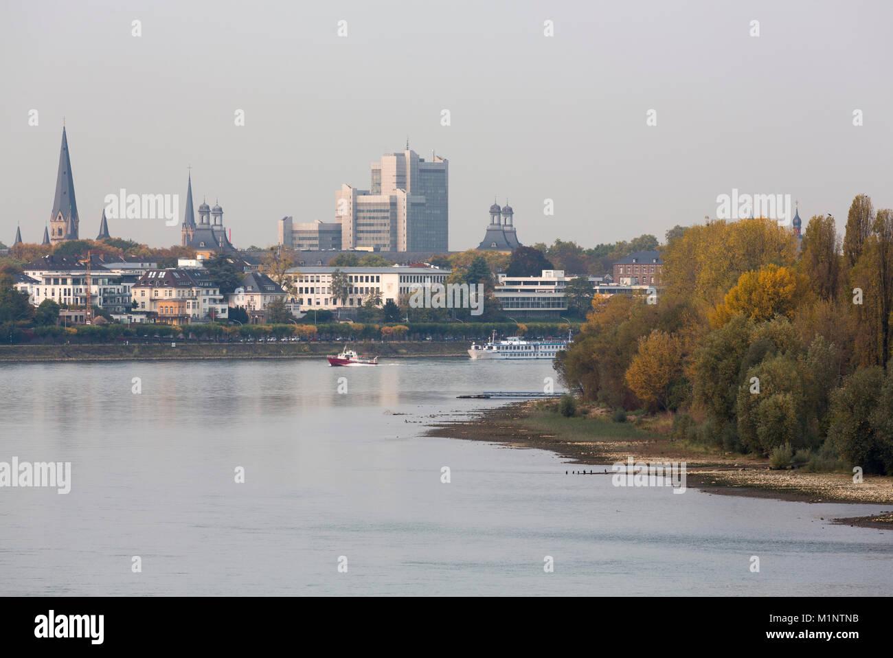 Bonn, Innenstadt, Blick von der Konrad-Adenauer-Brücke nach Norden - Stock Image