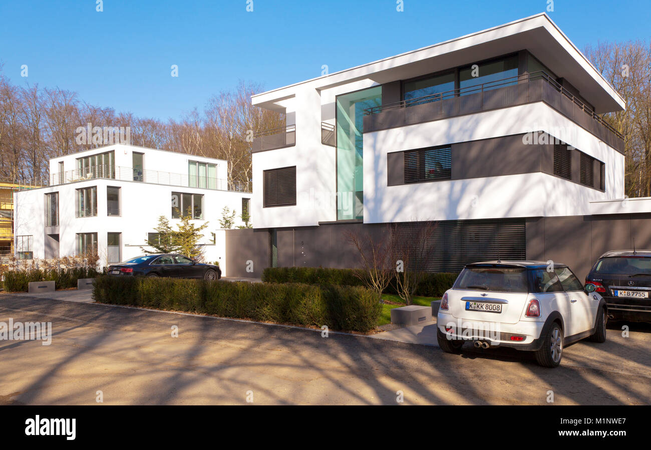germany cologne villas of the neighbourhood waldsiedlung in the stock photo 173199327 alamy. Black Bedroom Furniture Sets. Home Design Ideas
