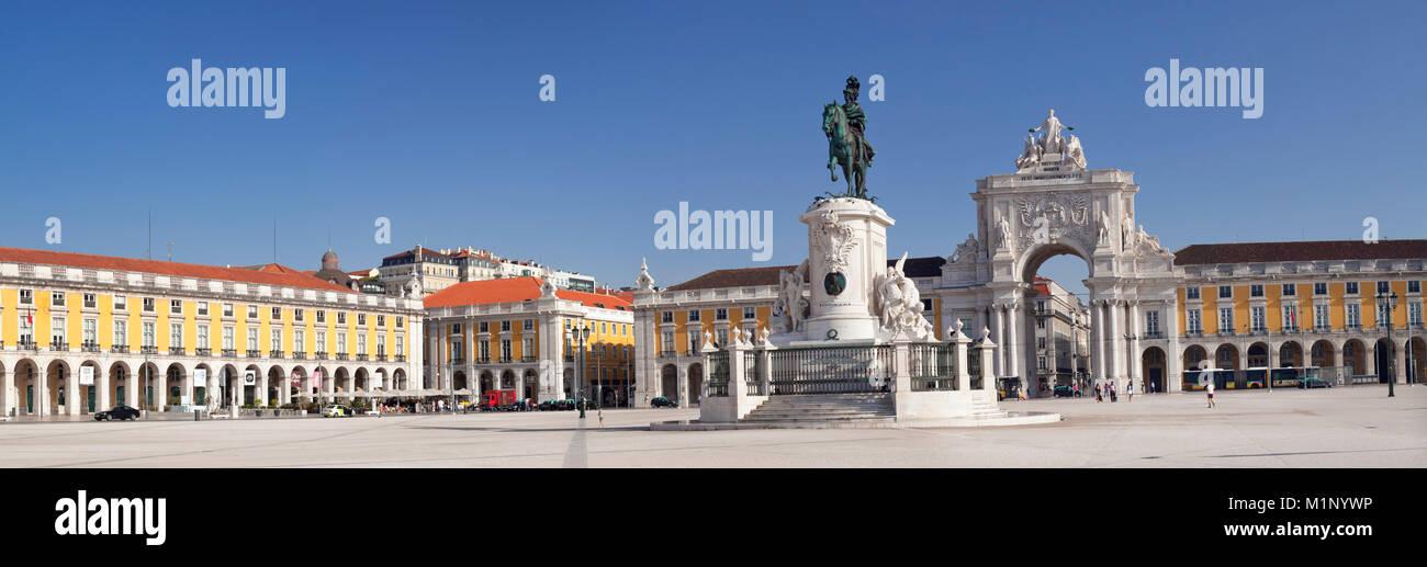 Arco da Rua Augusta triumphal arch, King Jose I Monument, Praca do Comercio, Baixa, Lisbon, Portugal, Europe - Stock Image