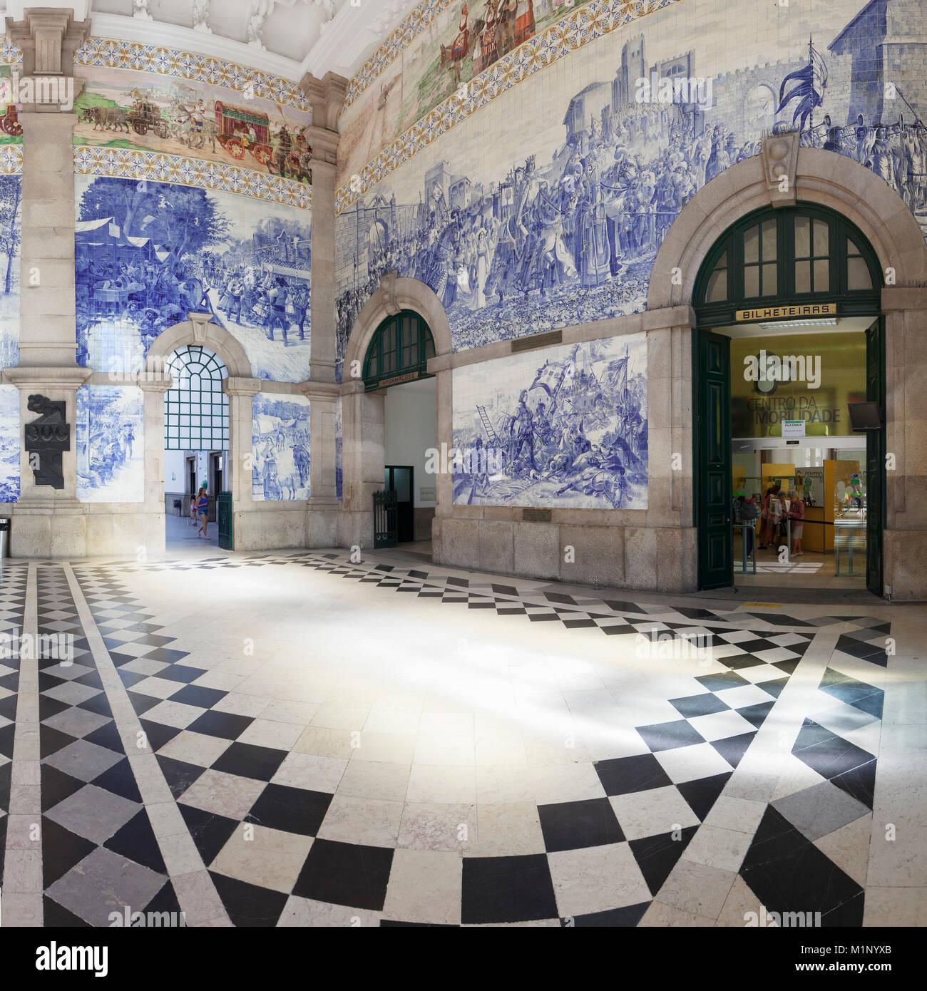 Azulejos, Sao Bento railway station, Porto (Oporto), Portugal, Europe - Stock Image