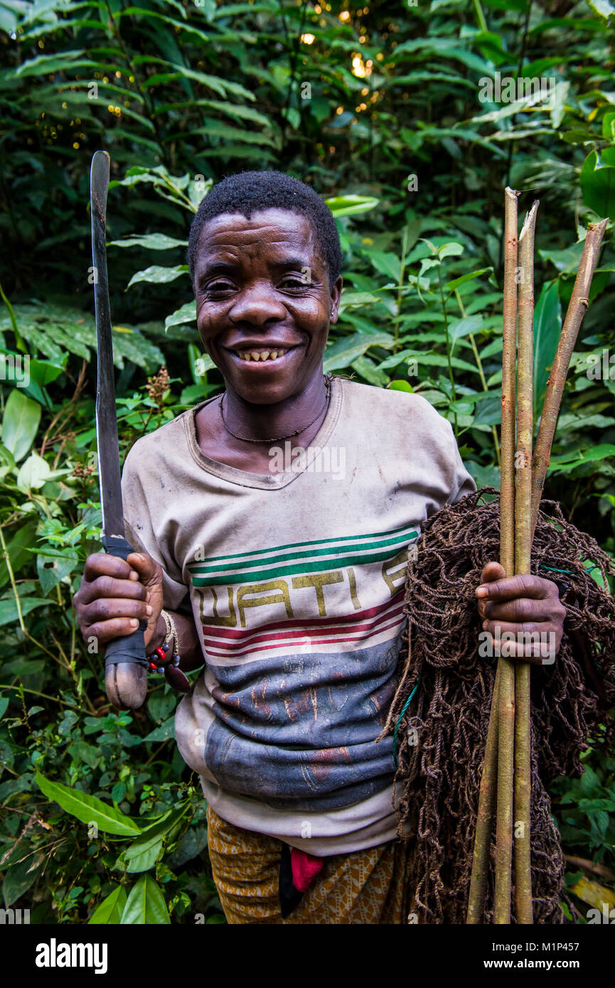 Baka pygmy man hunting in the jungle in the Dzanga-Sangha Special Reserve, UNESCO World Heritage Site, Central African - Stock Image