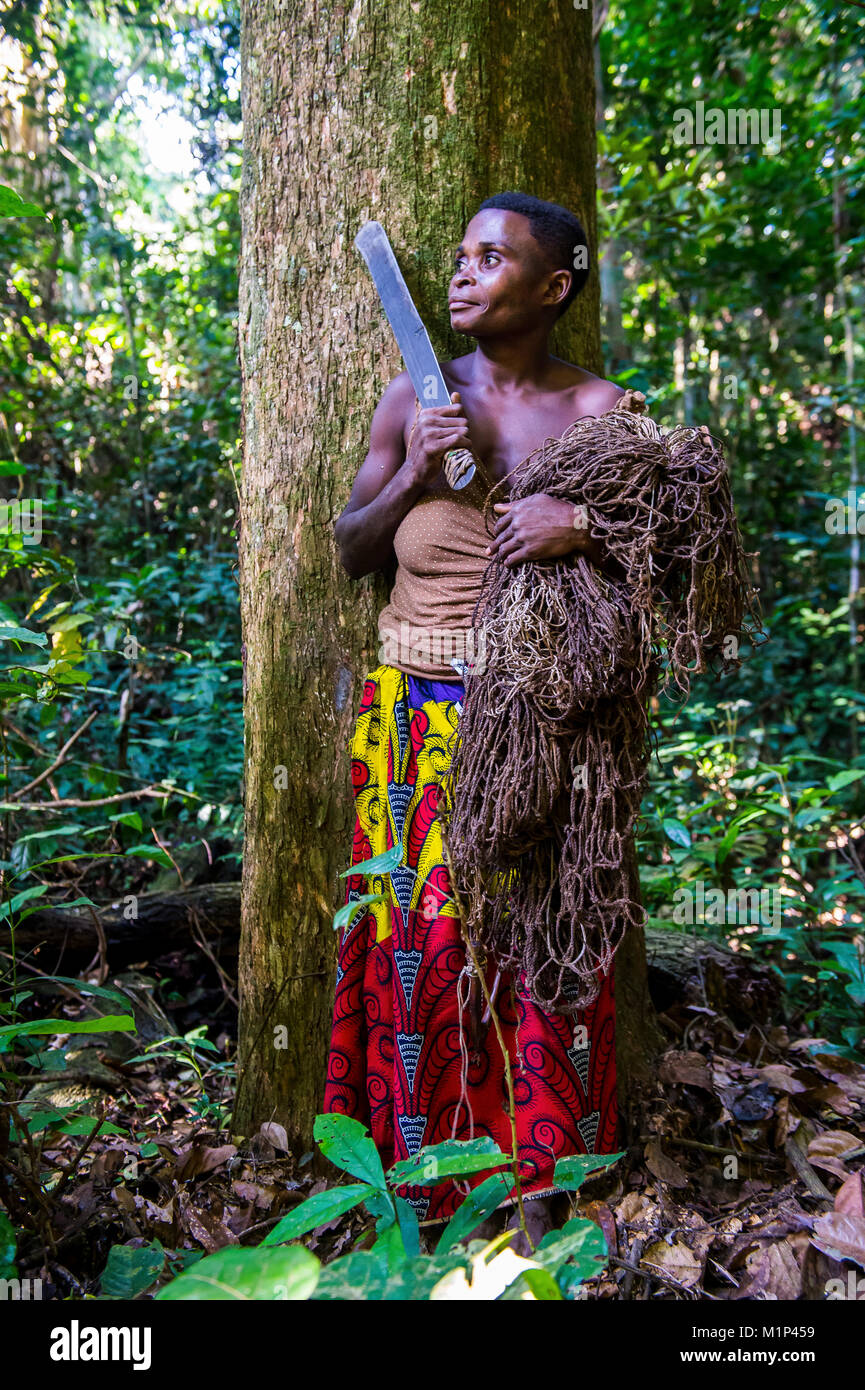 Baka pygmy woman hunting in the jungle in the Dzanga-Sangha Special Reserve, UNESCO World Heritage Site, Central - Stock Image