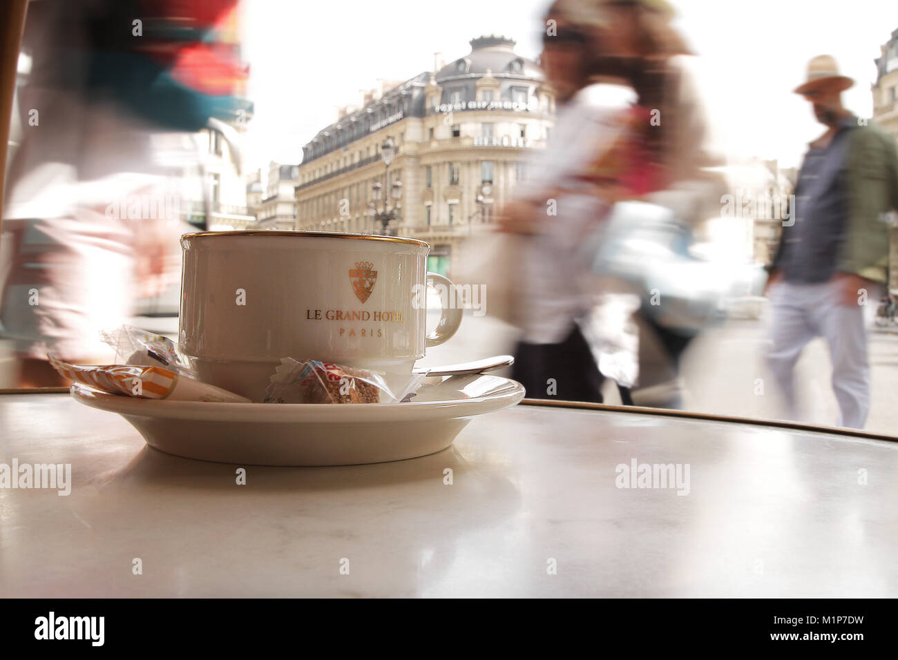Cup of coffee in the fast-paced inner city of Paris - Stock Image