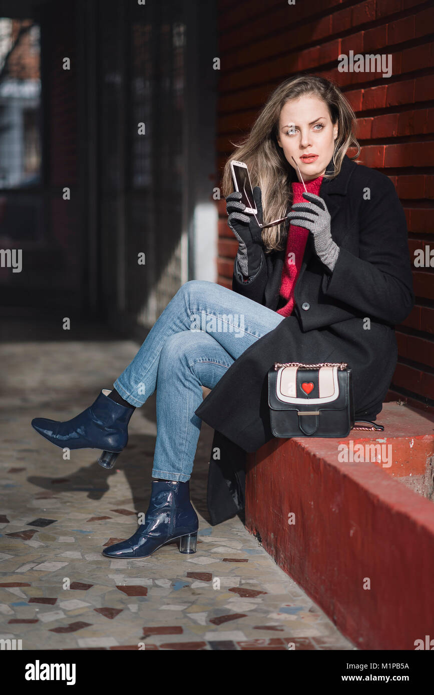 Classy woman talking on her phone outdoors - Stock Image