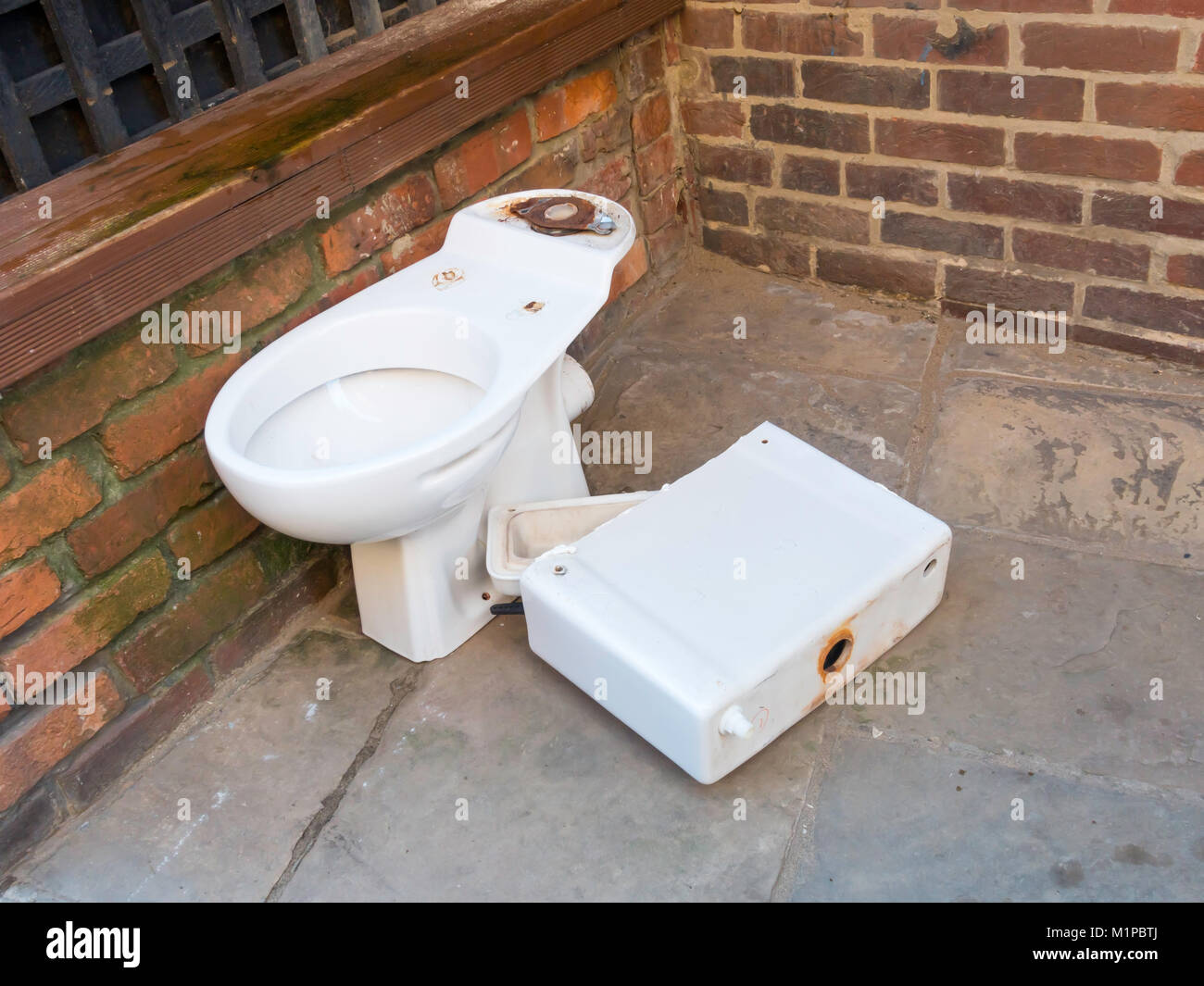 Toilet Cistern Stock Photos Amp Toilet Cistern Stock Images