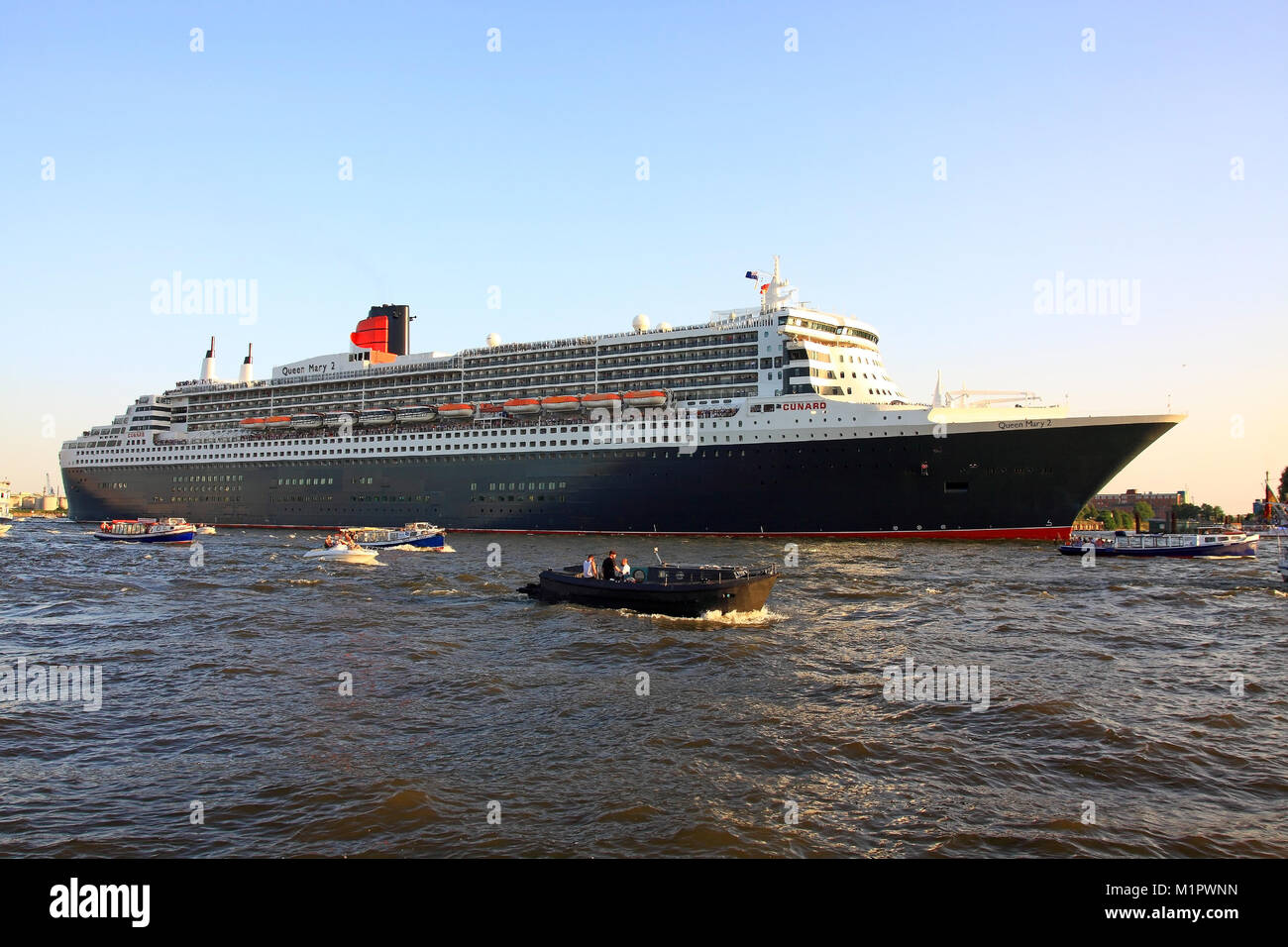 The escaping cruise ship Queen Mary 2, the Hanseatic City of Hamburg, cruising days, , Auslaufendes Kreuzfahrtschiff Stock Photo