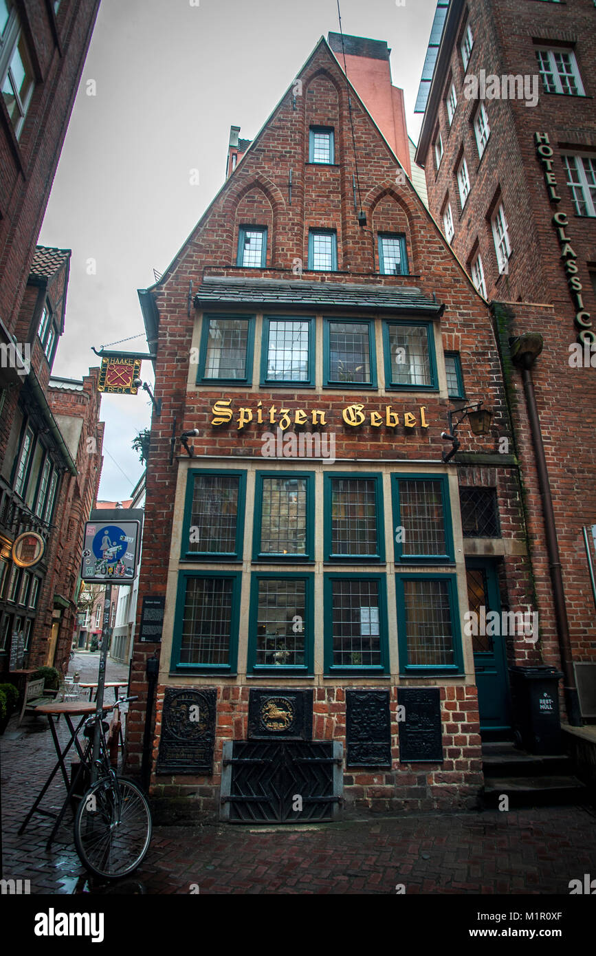 Spitzen Gebel is Bremen's last remaining medieval town house. It now serves as a bar and is situated on Böttcherstrasse, - Stock Image