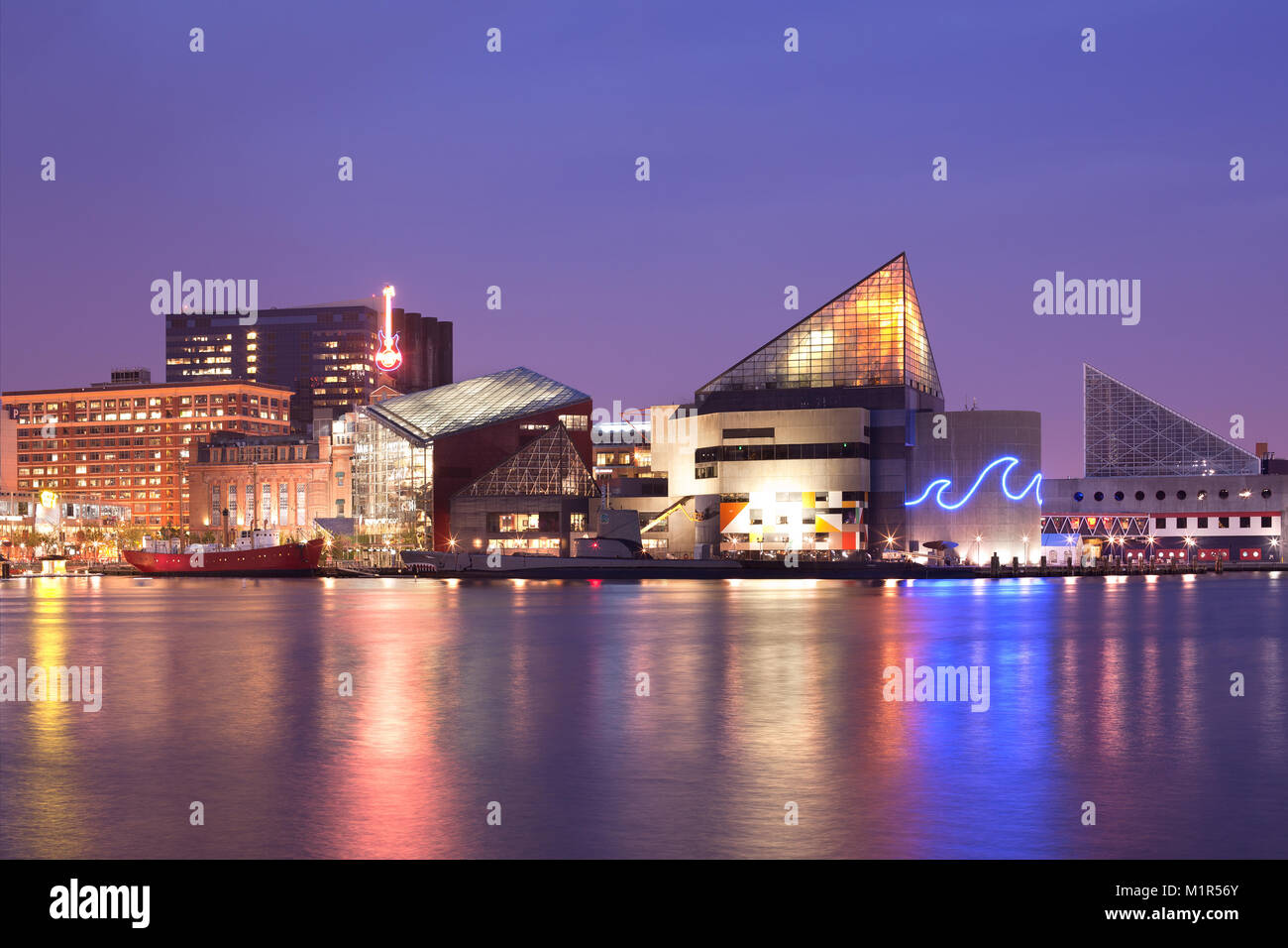 Baltimore, Maryland, USA - VIew at night of the National Aquarium at Inner Harbor. - Stock Image