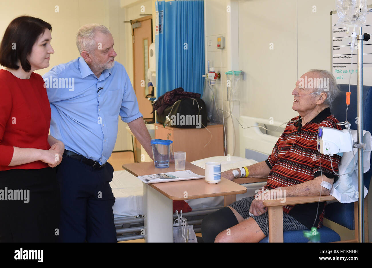 Labour leader Jeremy Corbyn meets patient Tony Franklin during a visit to Milton Keynes University Hospital with - Stock Image