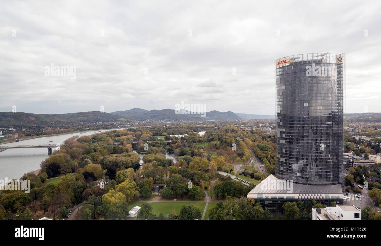Bonn, Regierungsviertel (Bundesviertel, Parlamentsviertel), Posttower, 2000-2002 von Murphy/Jahn erbaut, Blick aus - Stock Image