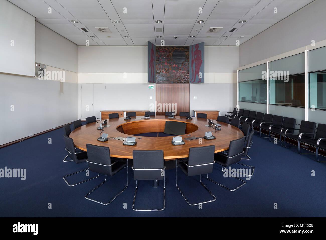 """Bonn, Regierungsviertel (Bundesviertel, Parlamentsviertel), Ehemaliges Abgeordnetenhochhaus """"Langer Eugen"""", 1966-1969 von Egon Eiermann erbaut, he Stock Photo"""