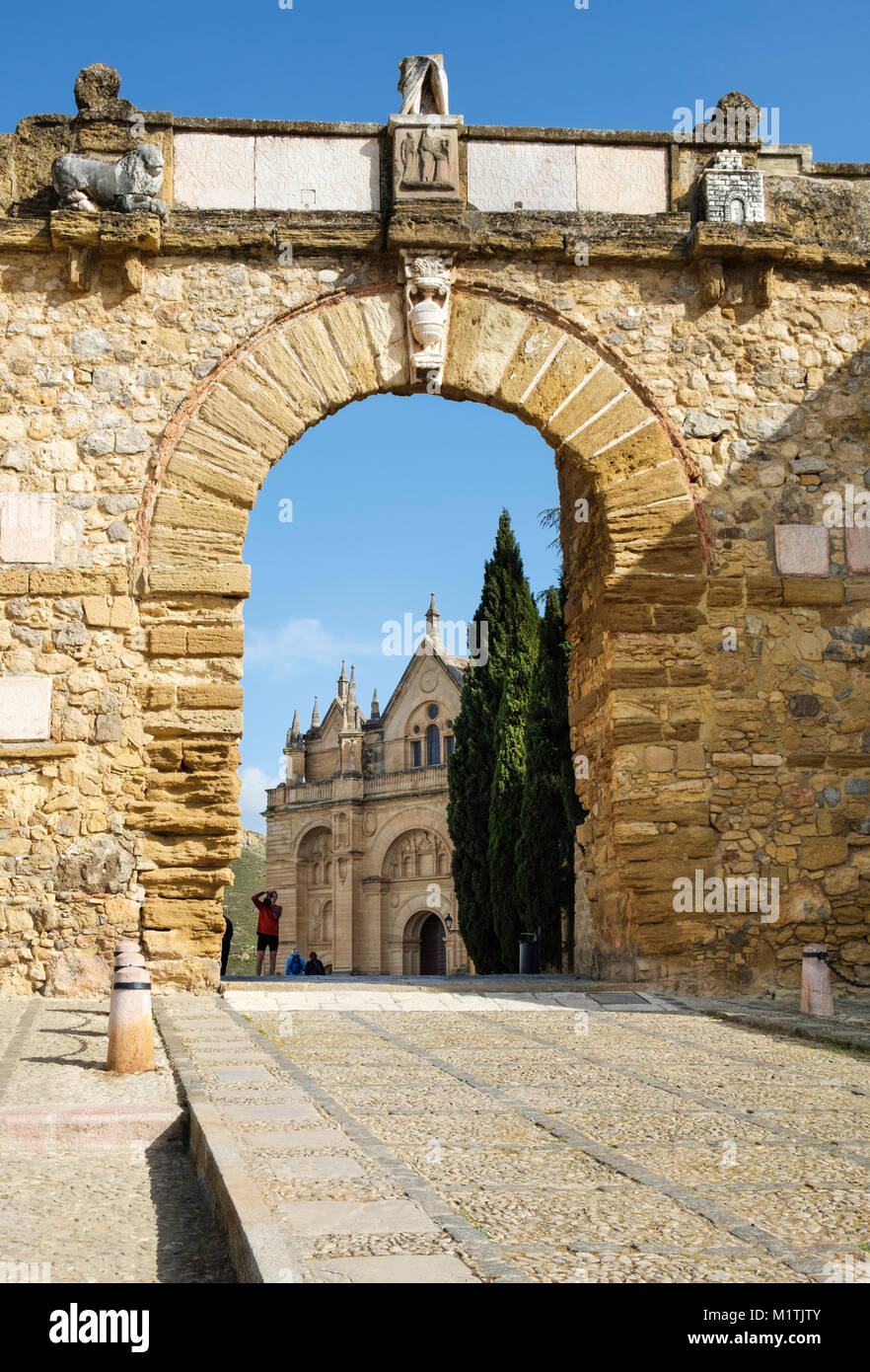 Giants Arch (Arco de los Gigantes] to the Royal Collegiate Church of Santa  María