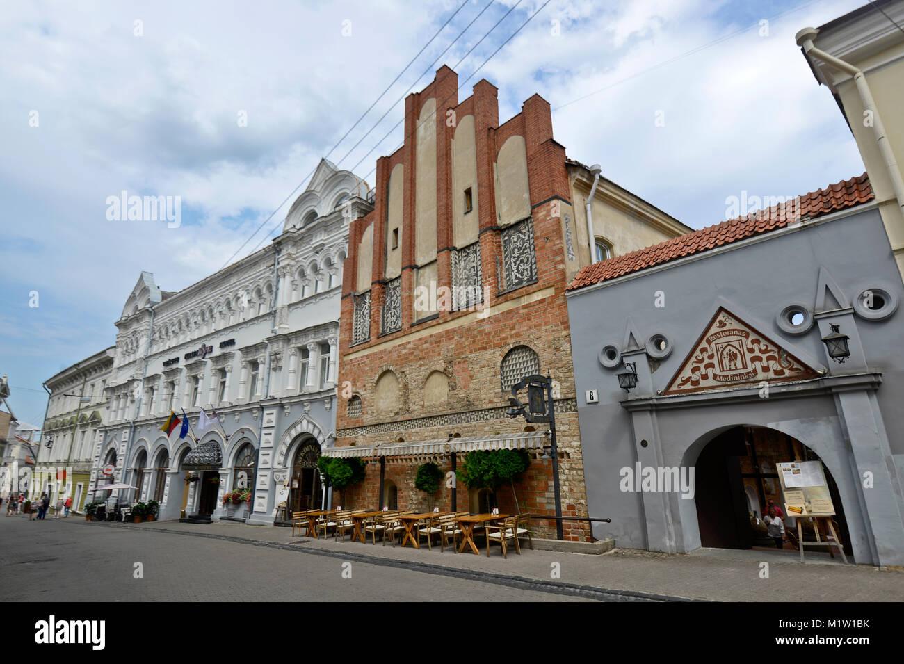 Aušros Vartų gatve: Restoranas Midininkai & Europa Royale Hotel -  Vilnius, Lithuania - Stock Image
