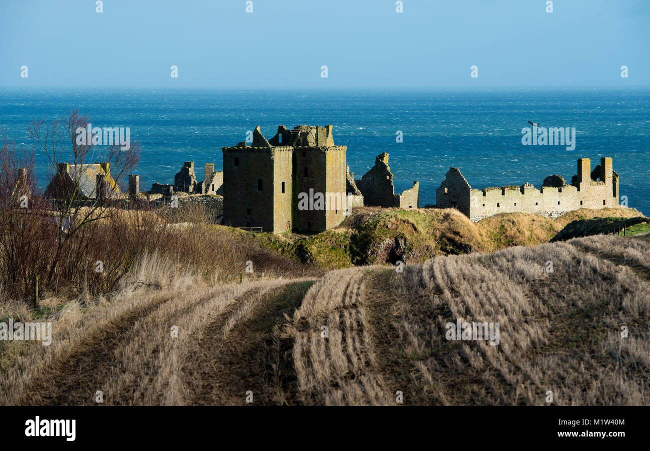 Dunnottar Castle, ruined medieval fortress near Stonehaven on cliff along the North Sea coast, Aberdeenshire, Scotland - Stock Image