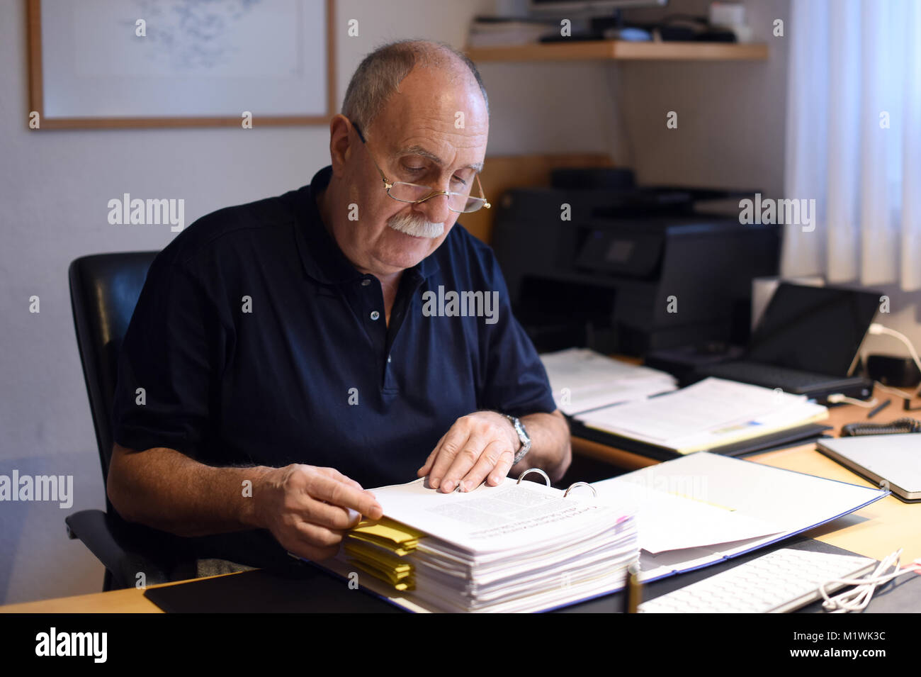 Oer-Erkenschwick, Germany. 2nd Feb, 2018. Hans-Joachim Lehmann sits at his desk, having successfully sued his neighbours - Stock Image