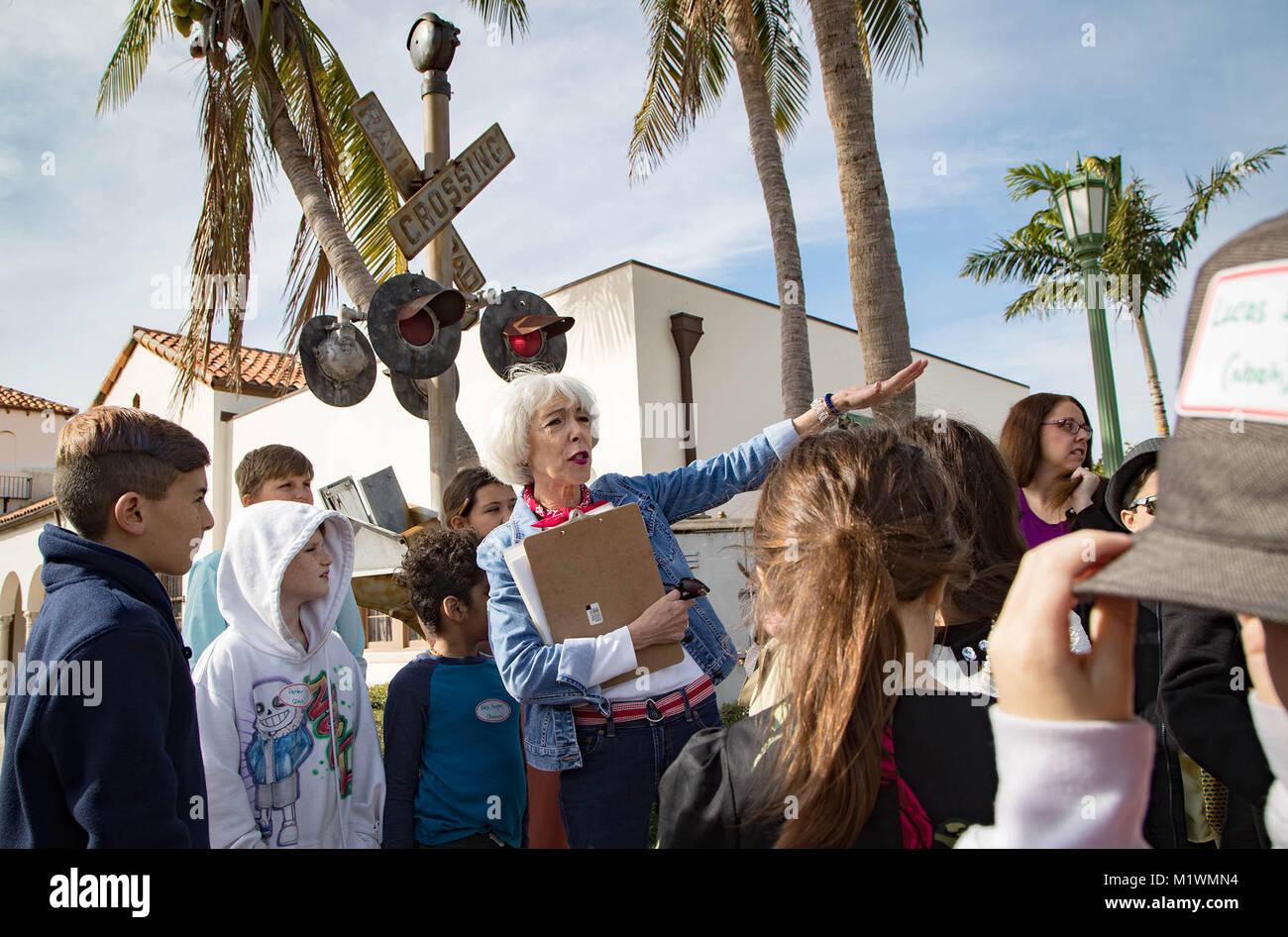 Boca Raton, Florida, USA. 2nd Feb, 2018. Susie Tabor, a volunteer for the Historical Society of Boca Raton, teaches - Stock Image