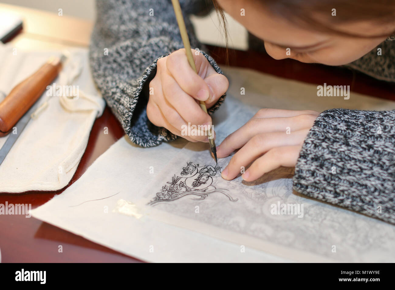 Beijing, China. 3rd Feb, 2018. A student learns Chinese woodblock printing technique at a Shizhuzhai studio in Beijing, - Stock Image