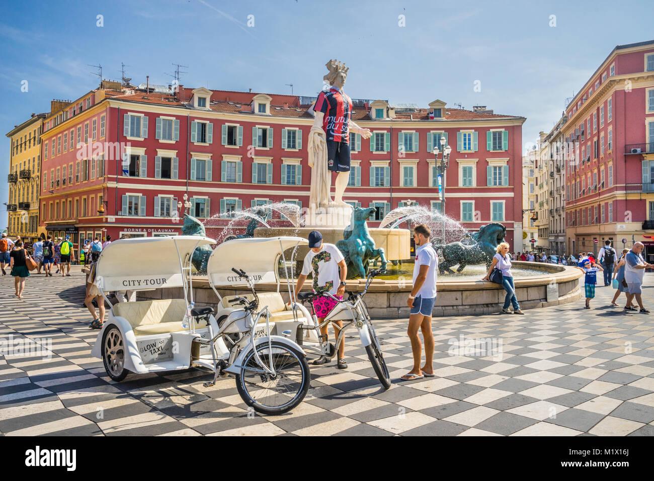 France, Alpes-Maritimes department, Côte d'Azur, Nice, Fontaine du Soleil on Place Masséna. The Apollo - Stock Image