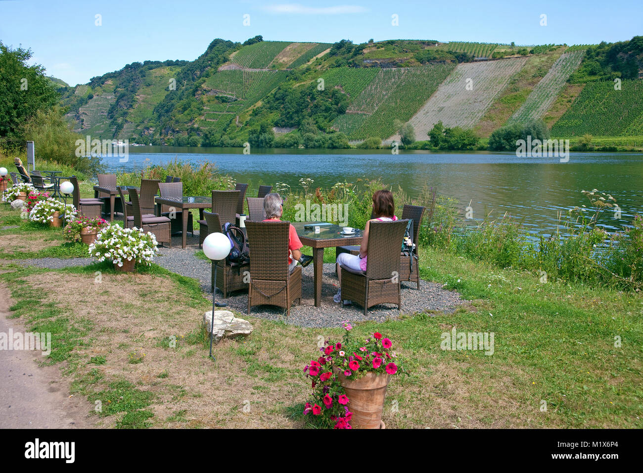 Restaurant Moselblick, romantic lunch and dinner at the riverside, Piesport, Moselle river, Rhineland-Palatinate, - Stock Image
