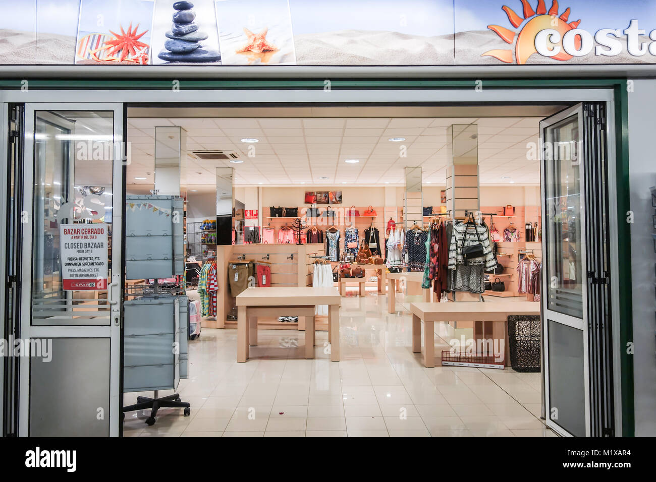 Costa Teguise, Lanzarote - 7th Nov 2017. A local fashion retailler prepares to close down their business by clearing - Stock Image