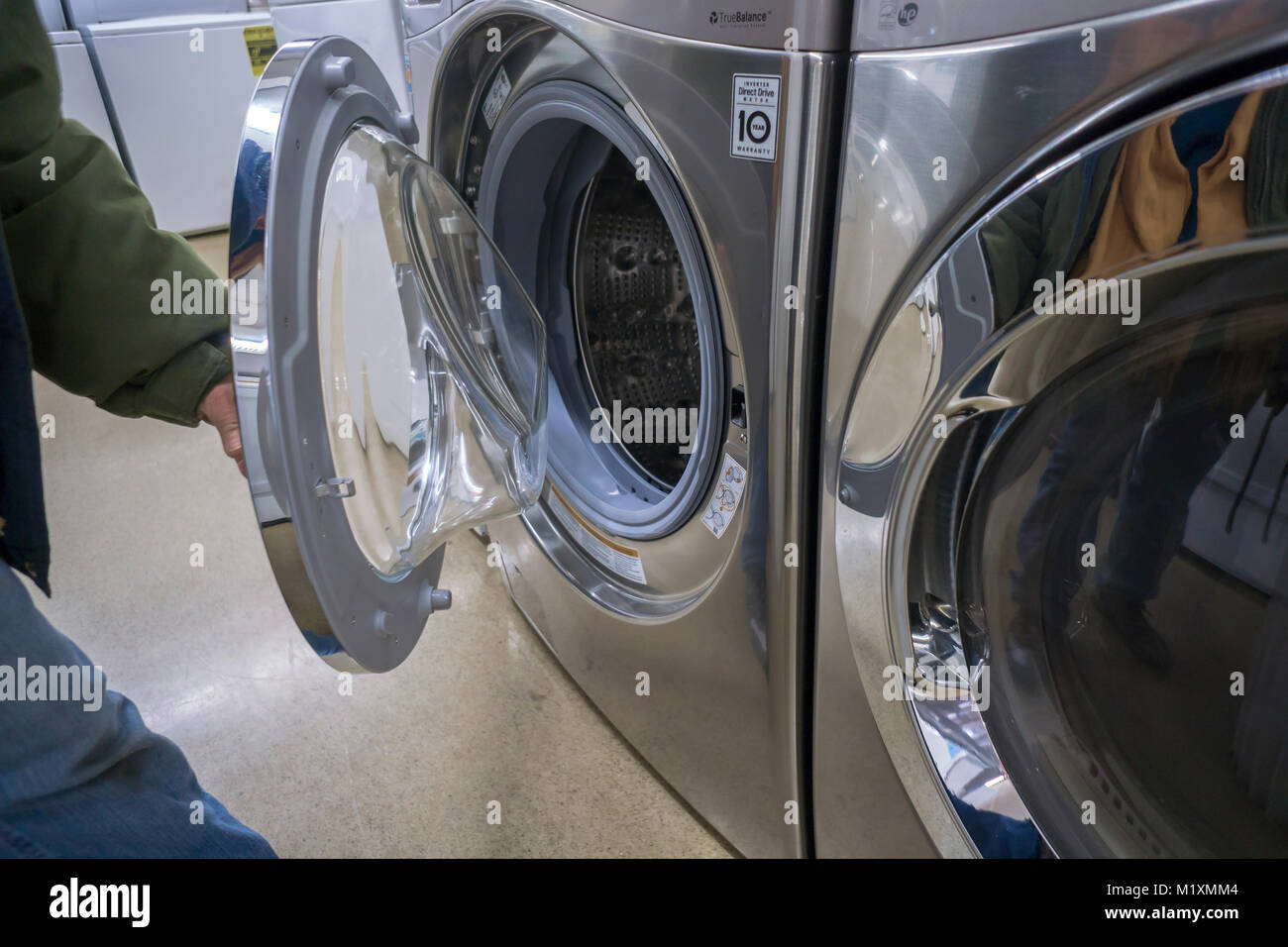 Lg Washing Machine High Resolution Stock Photography And Images Alamy