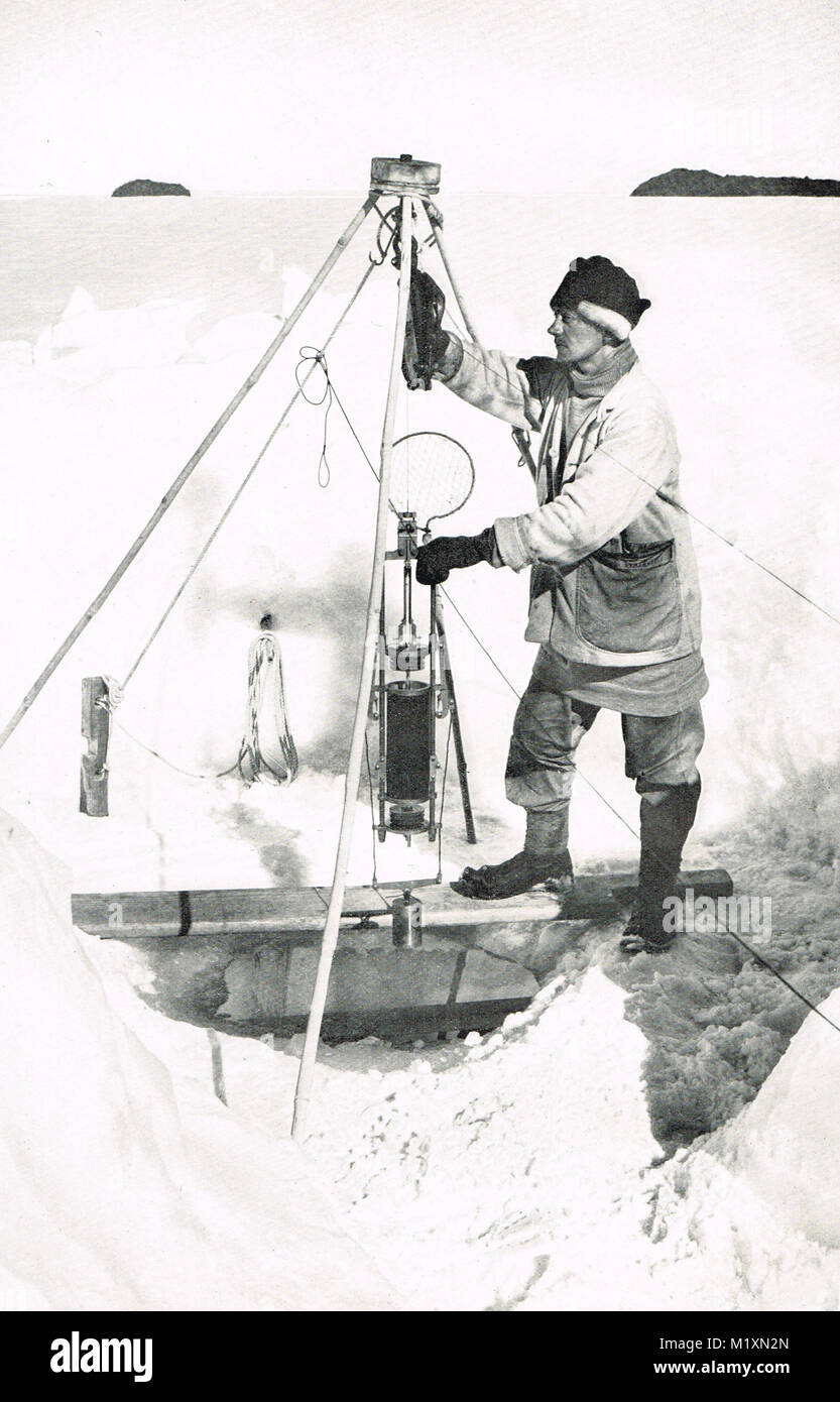 Edward W Nelson with a Nansen-Petersen insulated water bottle, Scott's final expedition - Stock Image