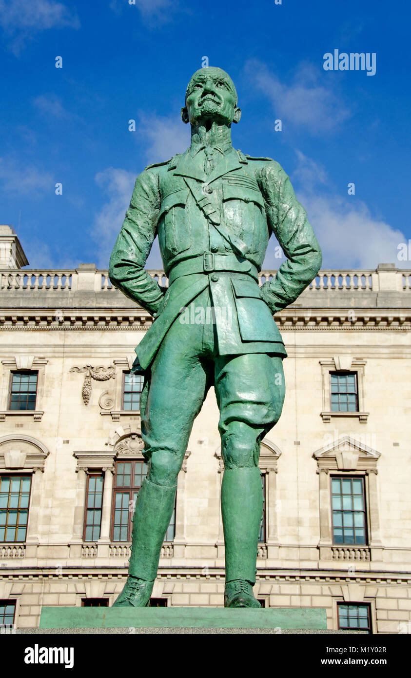 London, England, UK. Statue (1956; Jacob Epstein) of Field Marshal Jan Christian Smuts (1870-1950) in Parliament - Stock Image