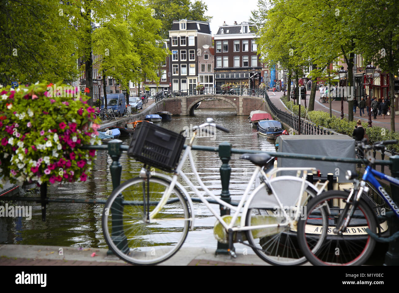 AMSTERDAM, THE NETHERLANDS - AUGUST 18, 2015: View on Prinsengracht from Lijnbaansgracht. Street life, Canal, bicycle - Stock Image