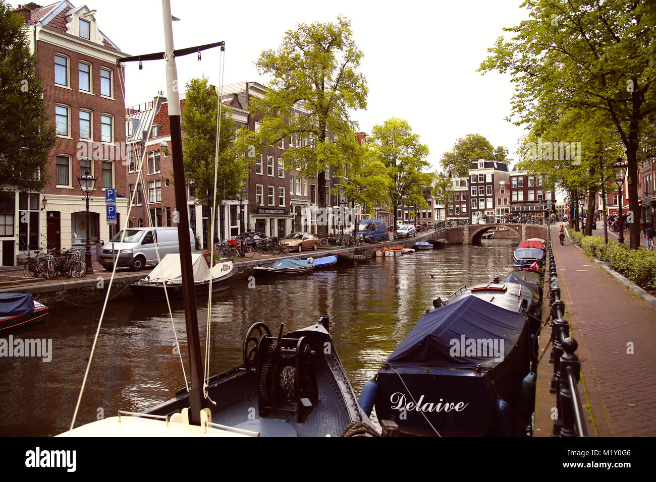 AMSTERDAM, THE NETHERLANDS - AUGUST 18, 2015: View on Prinsengracht from Spiegelgracht. Street life, Canal, bicycle - Stock Image