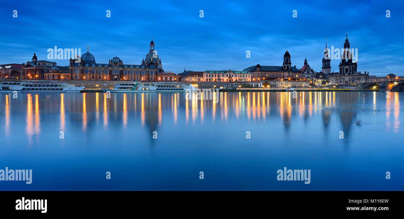 City view with art academy, Frauenkirche, Hofkirche and Residenzschloss, reflection in the Elbe river at dusk, old - Stock Image