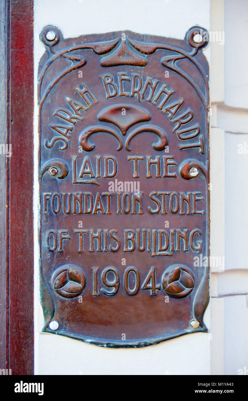 London, England, UK. Copper plaque at the entrance of Wong Kei Restaurant, 41 Wardour Street, originally Clarkson's - Stock Image