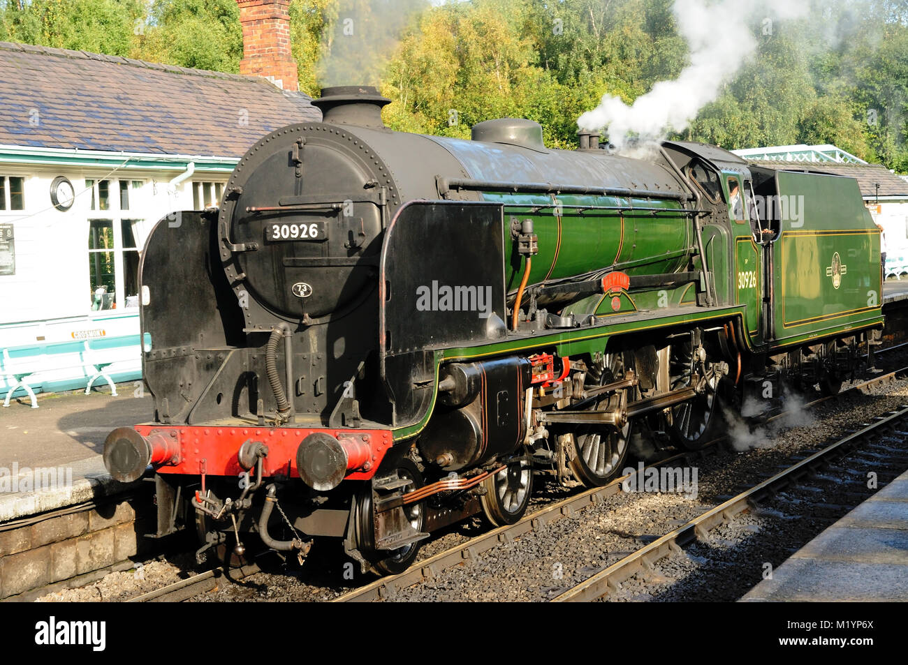 SR 'Schools' class No 30926 'Repton' standing at platform 2 at Grosmont station on the North Yorkshire - Stock Image