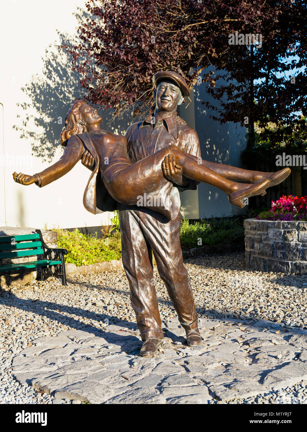 The Quiet Man statue, Cong, County Mayo, Connemara, Republic of Ireland. Eire. The statue is based on the theatrical - Stock Image