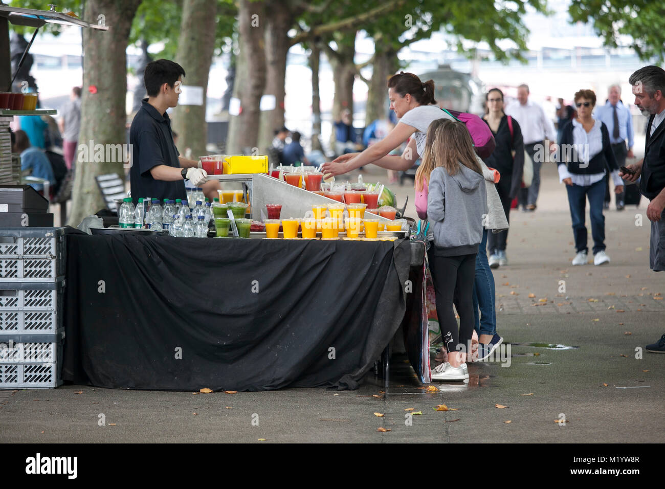 LONDON, ENGLAND - AUGUST 22, 2017 The street seller sells cocktails at South bank - Stock Image