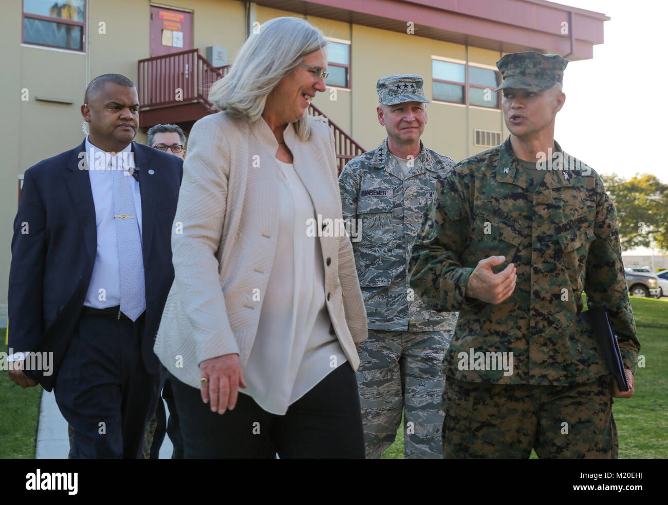 The Honorable Susan M. Gordon, left, speaks with Col. John Walker, Assistant Chief of Staff, G-2 Intelligence, I - Stock Image