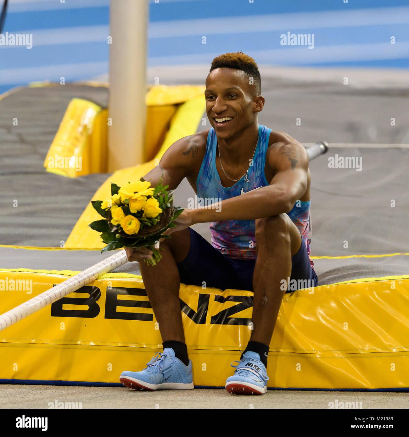 Karlsruhe, Deutschland. 03rd Feb, 2018. Stabhochsprung: Sieger, Gewinner Raphael Holzdeppe (GER). GES/ Leichtathletik/ - Stock Image