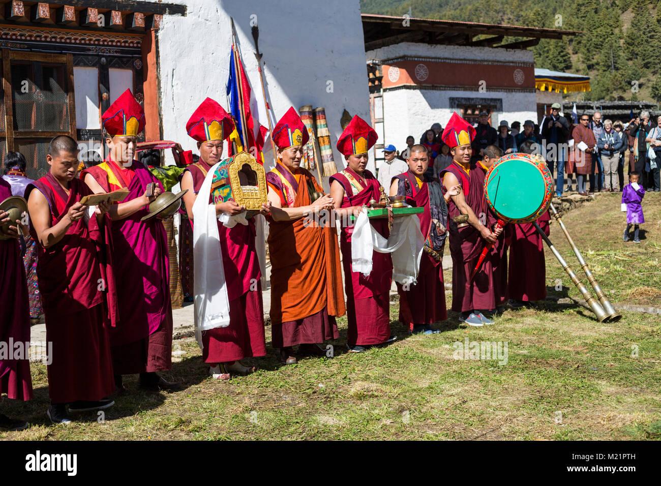 Prakhar Lhakhang, Bumthang, Bhutan.  Monks at the Duechoed Religious Festival (Tsechu). - Stock Image