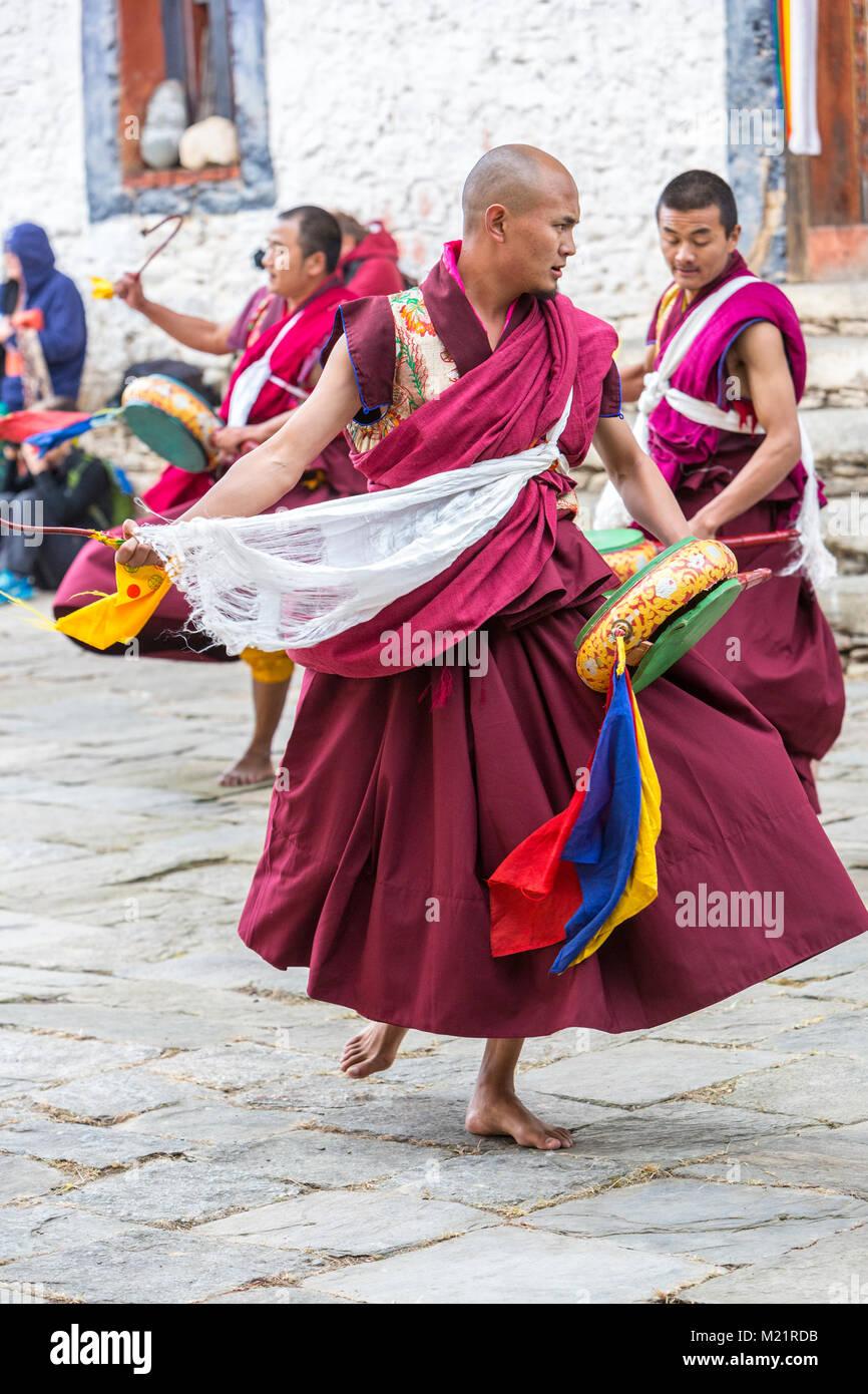 Prakhar Lhakhang, Bumthang, Bhutan.  Bhutanese Buddhist Monks Dancing in the Duechoed Religious Festival. - Stock Image