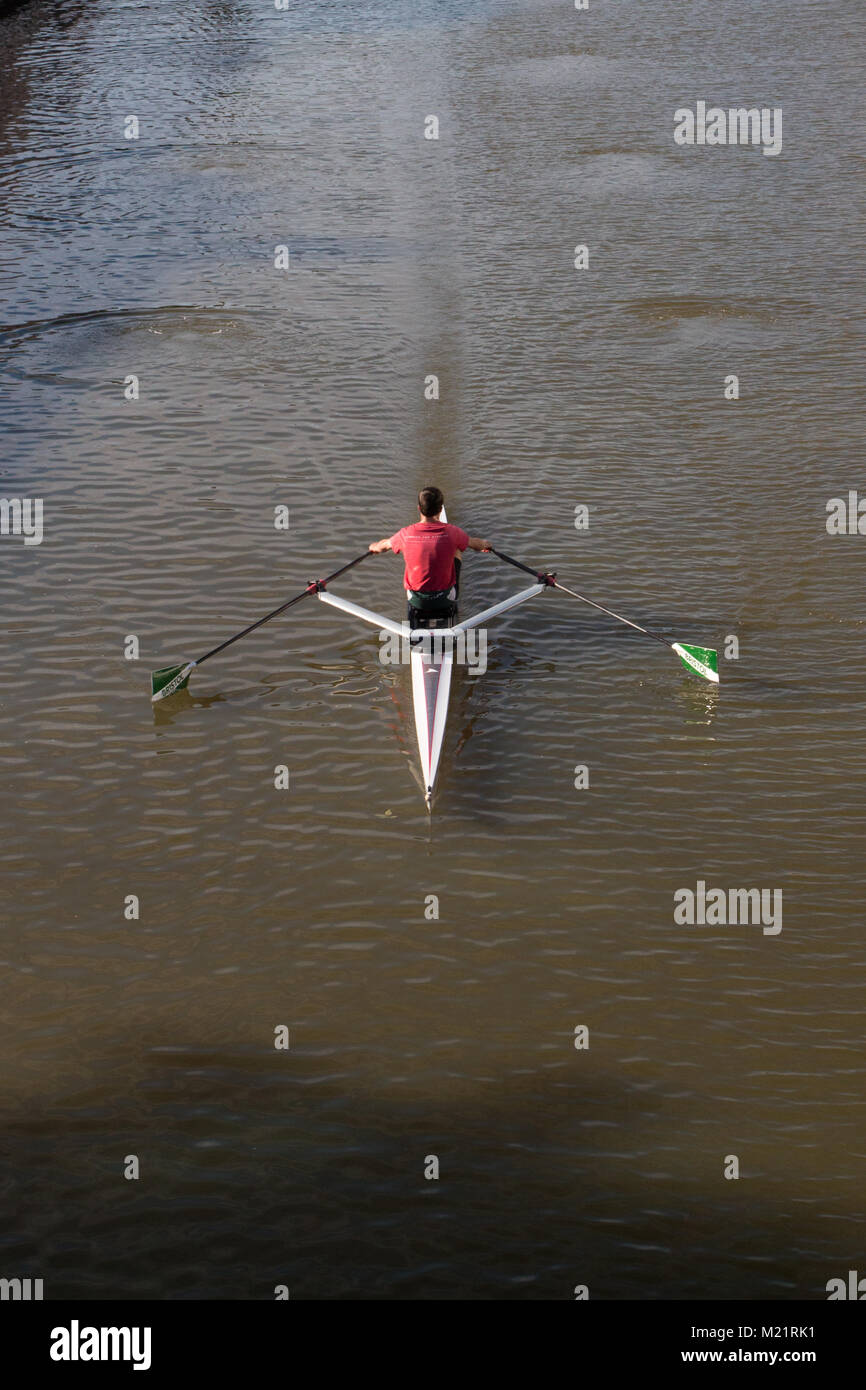 ROWING: A solo rower on the river Avon in Bristol - Stock Image