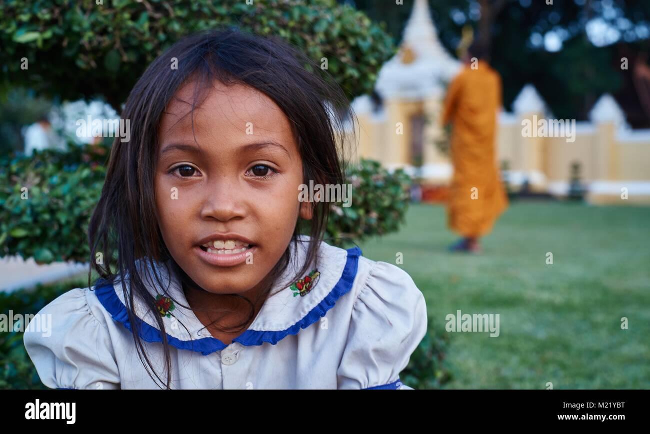 Little cambodian girl of Royal Palace, Phnom Penh, Cambodia - Stock Image