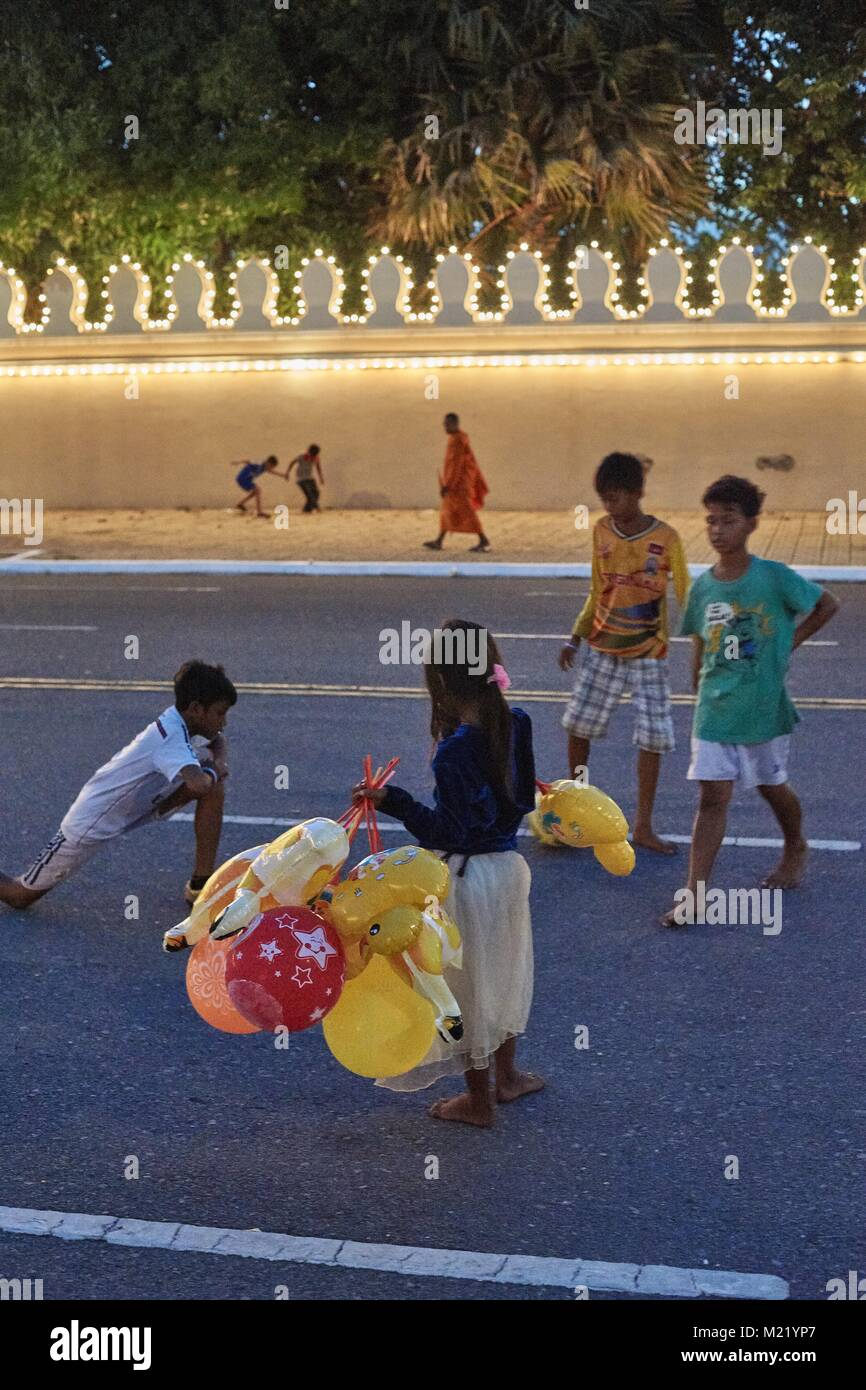 Little girl with baloon and playing in front of Royal Palace, Phnom Penh, Cambodia - Stock Image