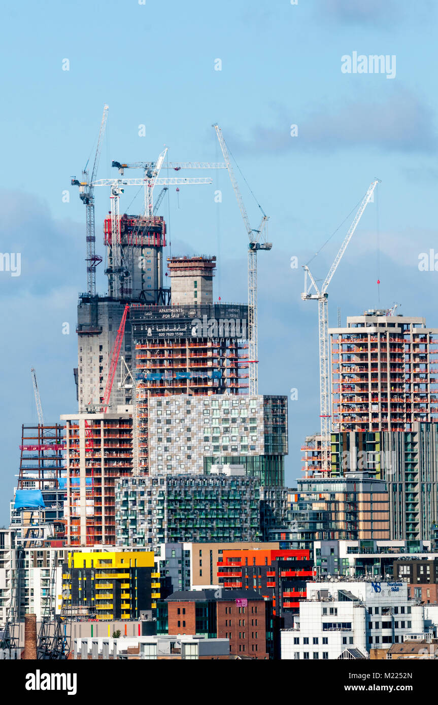 Construction of Harbour Central apartments on the Isle of Dogs - Stock Image