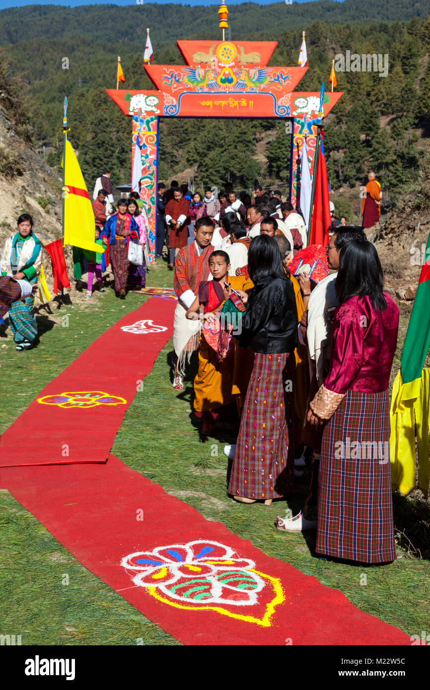 Prakhar Lhakhang, Bumthang, Bhutan.  Pathway Prepared for the King's Arrival.  Women in Traditional Clothes. - Stock Image