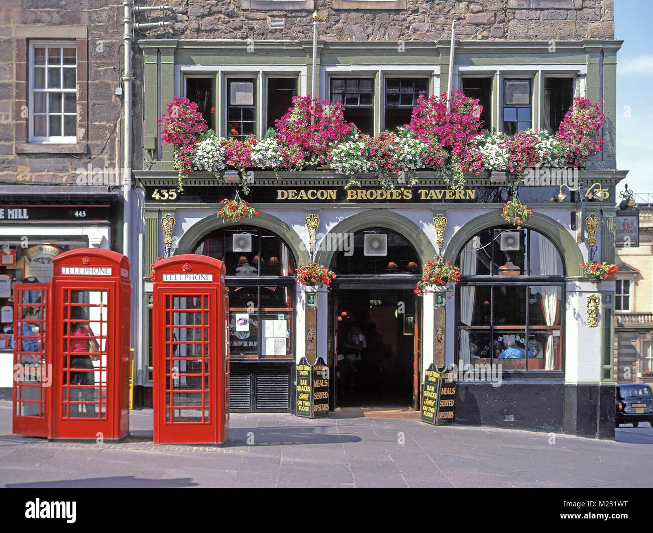 Deacon Brodies Tavern Royal Mile Edinburgh UK part of the Nicholson's brand of British Pub named after infamous - Stock Image