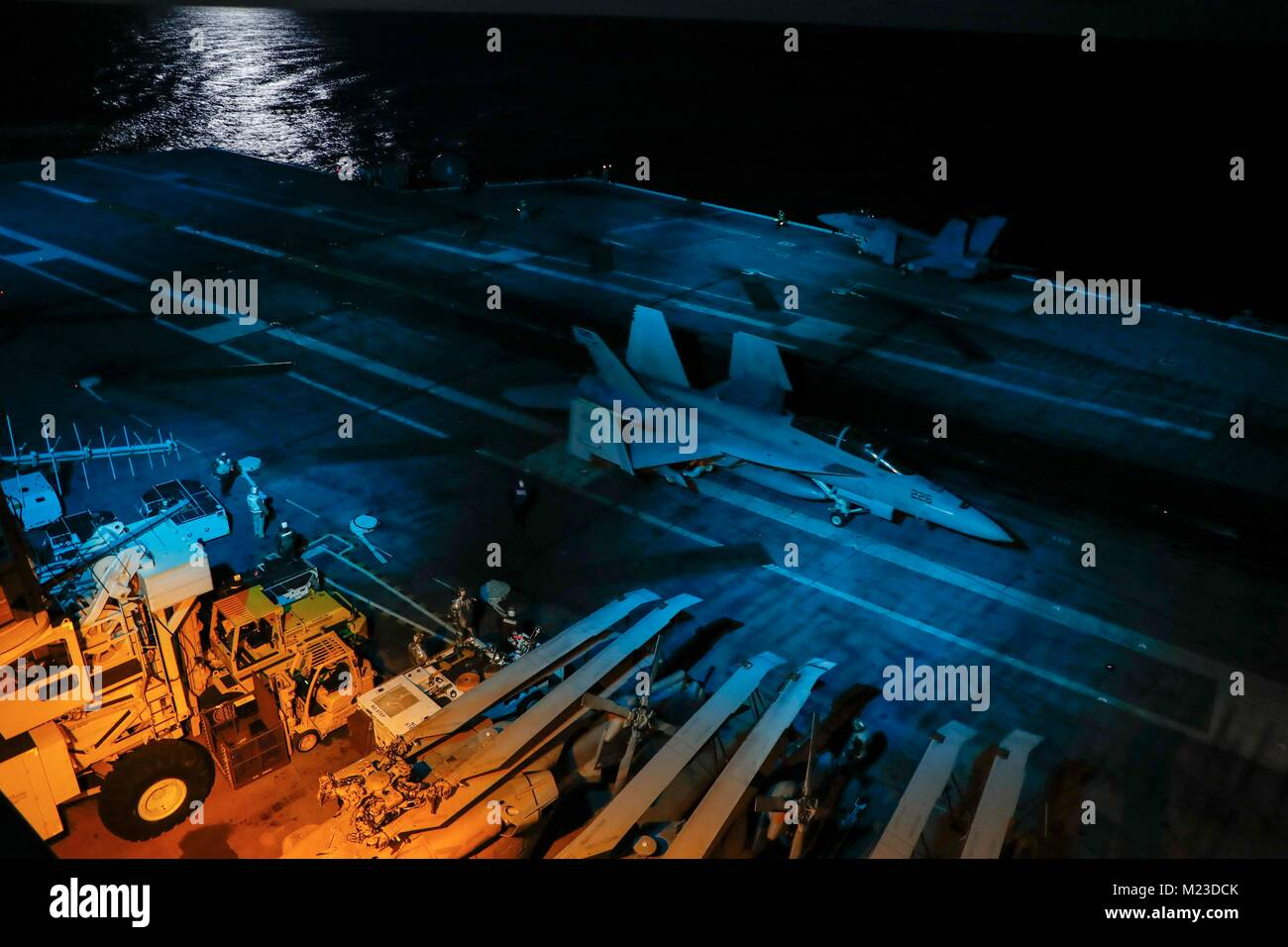 180131-N-EN275-0293 ATLANTIC OCEAN (Jan. 31, 2018) An F/A-18F Super Hornet assigned to the 'Gladiators' - Stock Image