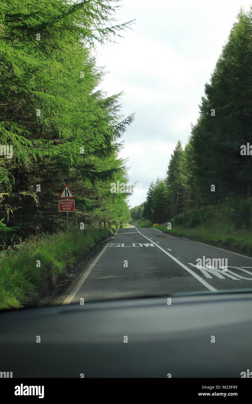 Single Track Road im Hochland, den Highlands von Schottland Stock Photo