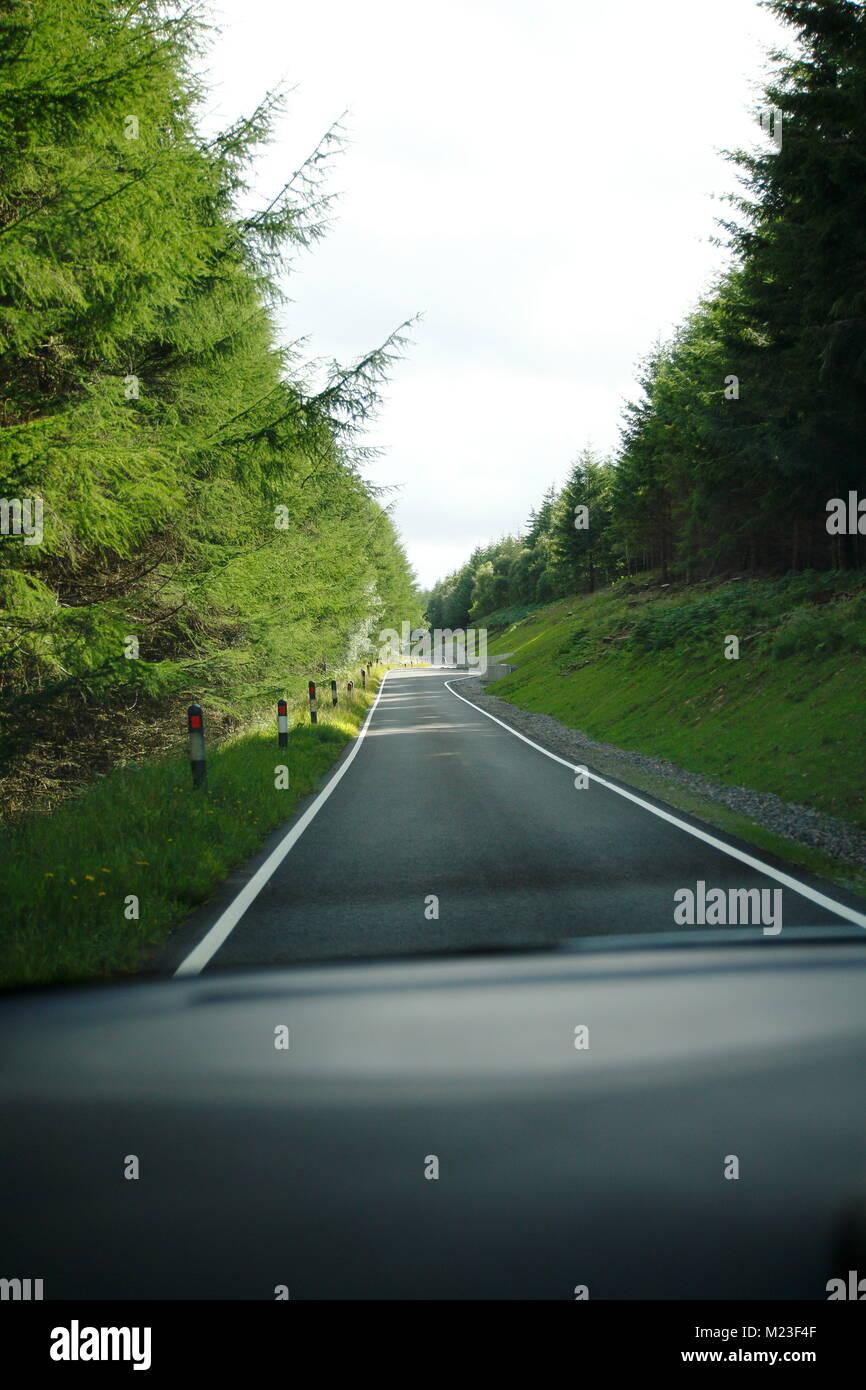 Single Track Road im Hochland, den Highlands von Schottland - Stock Image