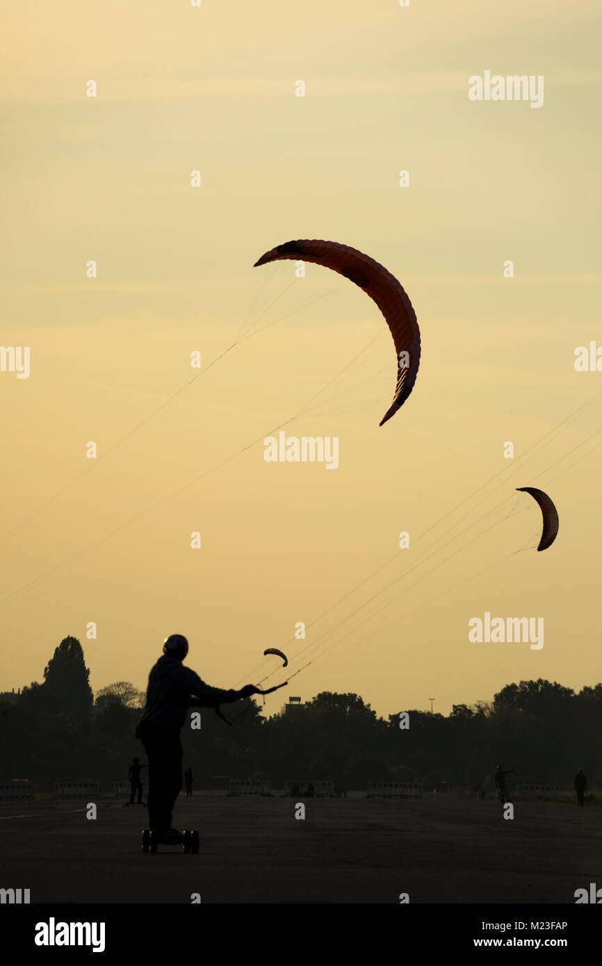 Kite landboarding at Tempelhofer Feld, Berlin 2017. - Stock Image