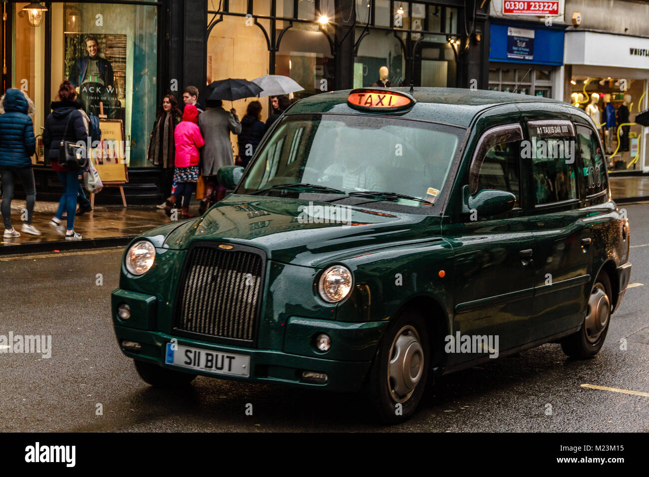 Green Hackney Carriage traveling through Oxford, Oxfordshire, UK. Feb 2017 - Stock Image