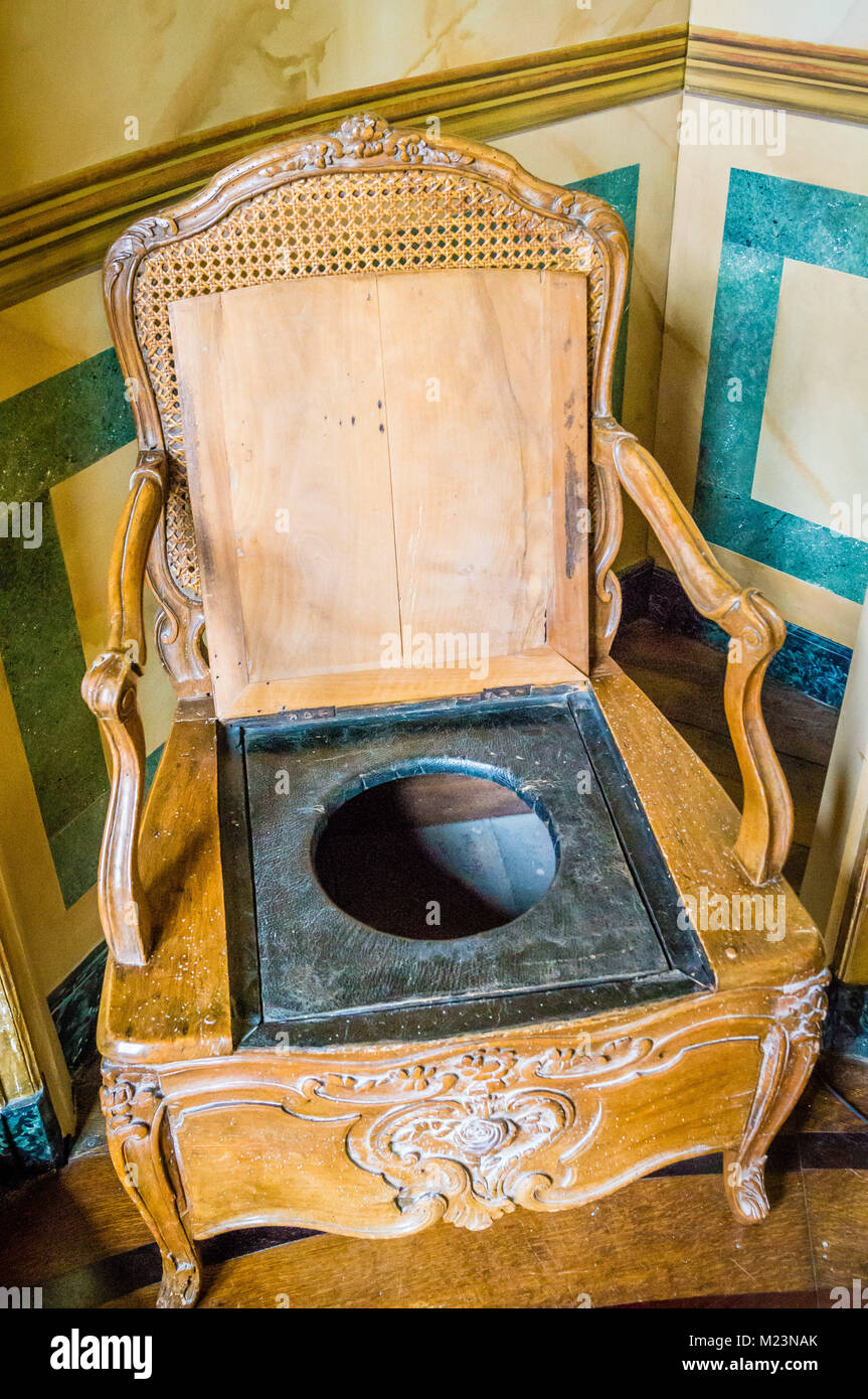 Chaise percee toilet chair in a castle in France - Stock Image - Toilet Chair Stock Photos & Toilet Chair Stock Images - Alamy